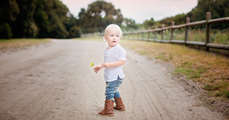 mommy blog mom blogger family blog parenting blog teach baby encourage baby to walk