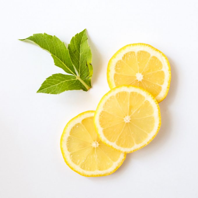 healthy mom blogger the benefits of lemons