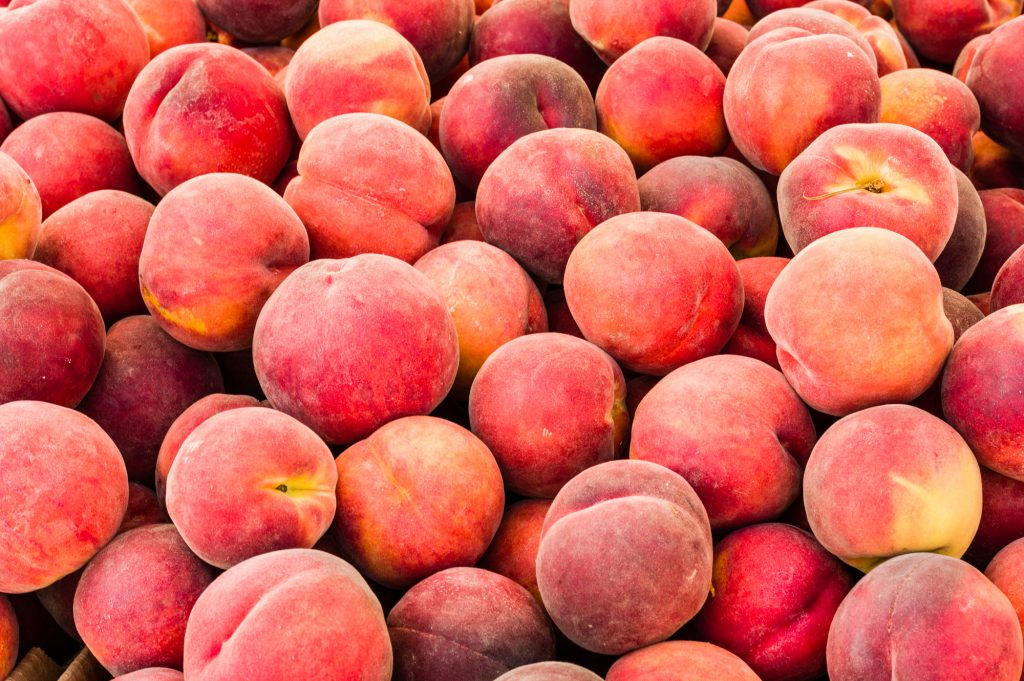 South Carolina Mom Blogger 2021 - Healthy Summer Fruits Peaches